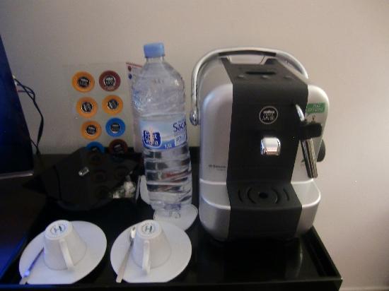 Sofitel Malabo Sipopo Le Golf: Coffee machine