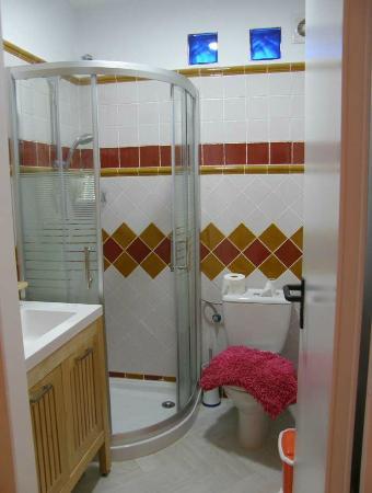 B&B Casa Alfareria 59 : Baño de habitacion NARANJA