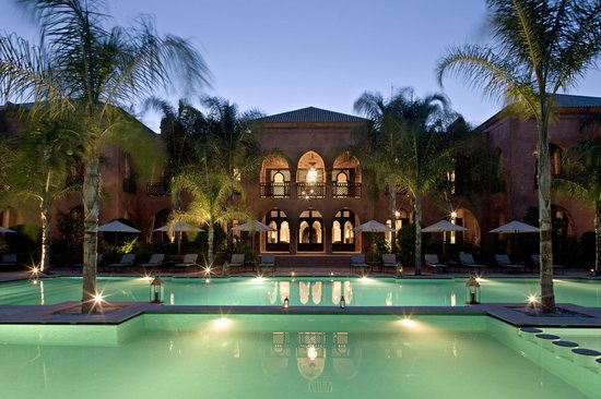 Palais Aziza & Spa: Pool & Plalais At night