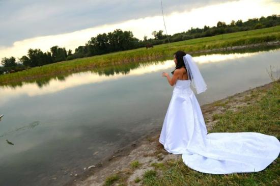 Gallatin River Lodge : Bride fishing the pond