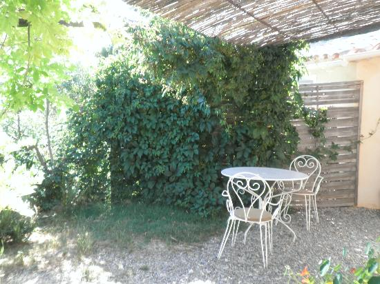 Chambres dhotes Les Oliviers : Terrasse