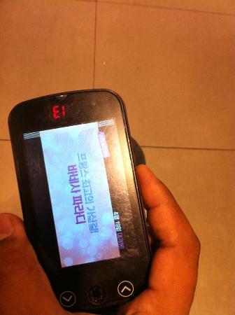 Paris Baguette Gangnam Station Store : Wait buzzer with a screen on it!