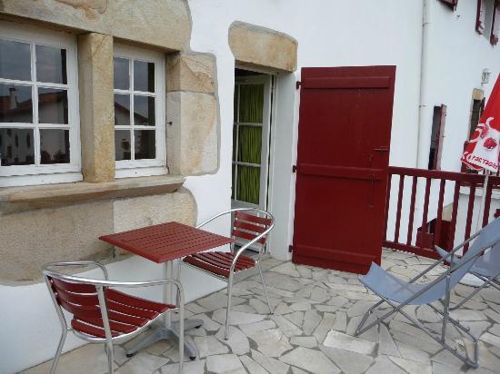 Hotel Pikassaria : joli petit balcon de notre chambre n°4