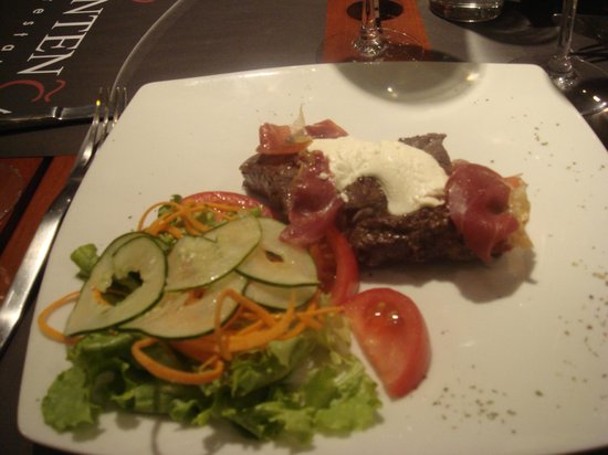 Entenza Restaurant: meat with proccuito and goatcheese