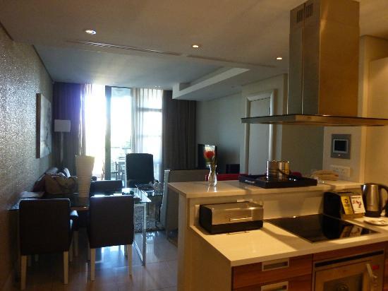 Lawhill Luxury Apartments: Wohnzimmer-Küche