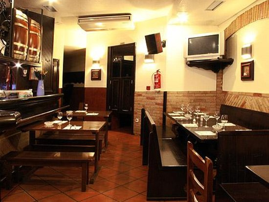 Restaurante bar bodegas leyre en pamplona con cocina otras - Cocinas leyre ...