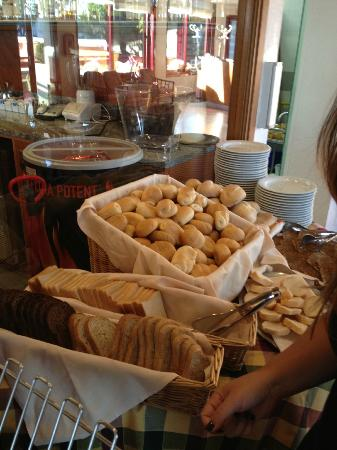 Nelson Hotel: Pane per la colazione