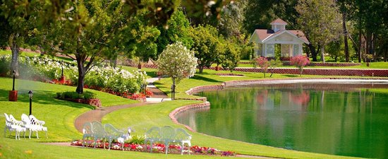 Grand Tradition Estate and Gardens: Heart Shaped Lake