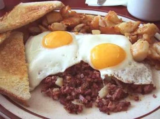Gulfstream Restaurant: egss over corned beef hash