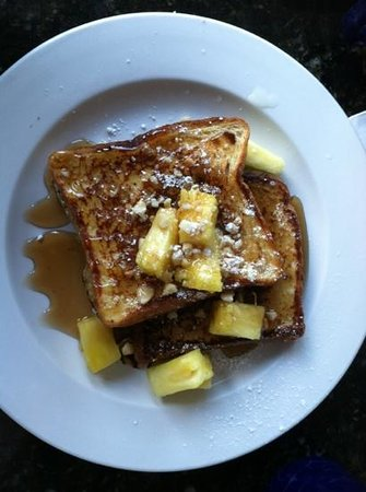 Kalaheo Cafe & Coffee Company: Tropical Sweetbread French Toast