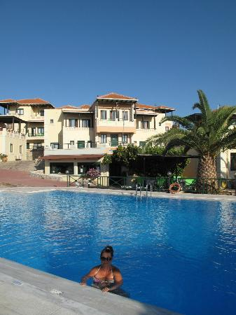 Aloni Suites: Nice swimming pools and very clean.