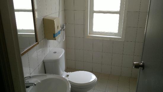 Penta Hotel: Bathroom