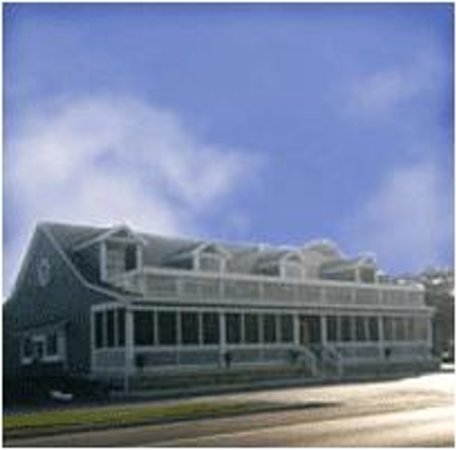 Waterfront Pub and Eatery: Exterior