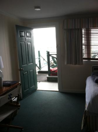 Bannister's Wharf Guest Rooms : looking outside