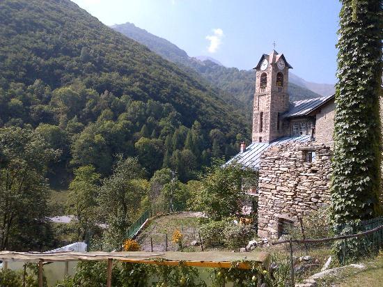 Vernante, Italija: une église sur le parcours de la rando