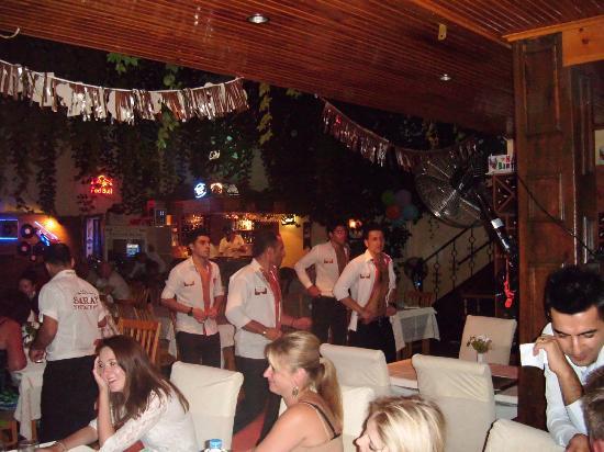 Saray Restaurant : Floor show!