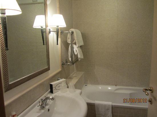 Hotel Selva Candida : bathroom