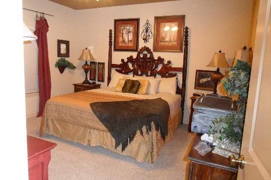 Thousand Hills Resort and Golf Club: master bedroom
