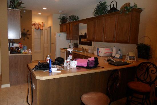 Thousand Hills Resort and Golf Club: Large kitchen w/island & 2 barstools