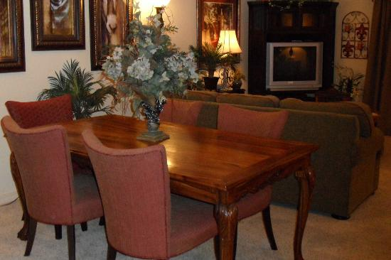 Thousand Hills Resort and Golf Club: dining table