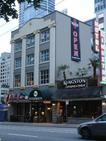 The Kingston Hotel Bed & Breakfast: Von außen gar nicht so schlimm (links und rechts ist jedoch eine Bausstelle )