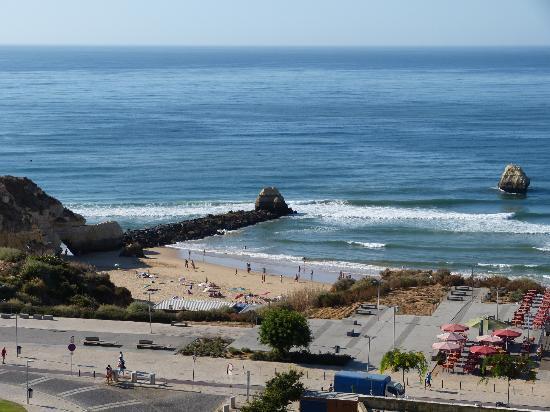 Apartamentos Jardins da Rocha: Playa donde está ubicado Jardins da Rocha. Vistas desde la habitación
