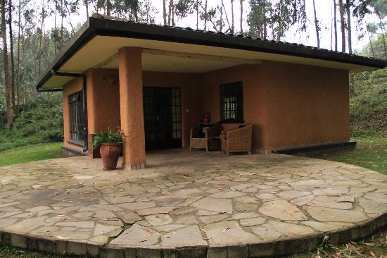 Sabyinyo Silverback Lodge: lodge/room exterior