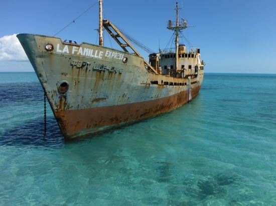 Island Vibes Tours: ship wreck