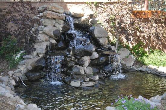 Ruidoso River Resort: Waterfall
