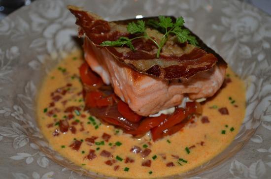 Pav de saumon sur lit de poivrons chorizo photo de la - La table du lavoir martillac ...