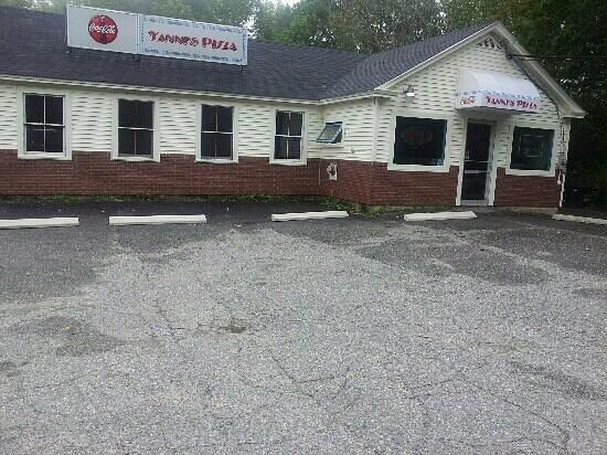 Yanni's Pizza: road picture