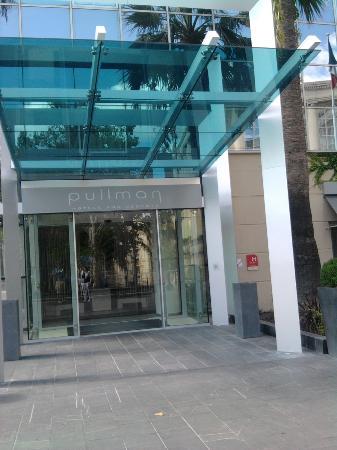 Pullman Montpellier Centre: entrée de l'hôtel
