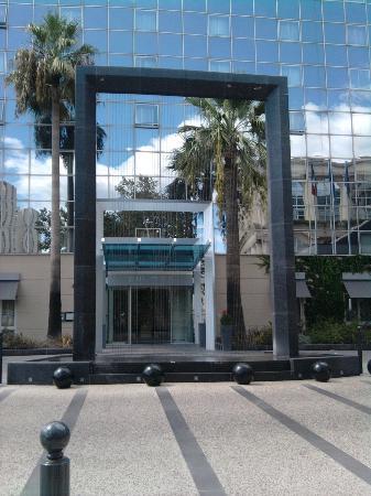 Pullman Montpellier Centre: l'entrée de l'hôtel