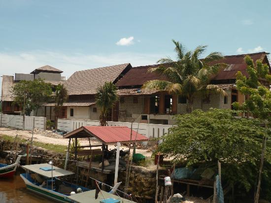 Senari Bay Resort : Sur le chemin entre l'hôtel et la ville