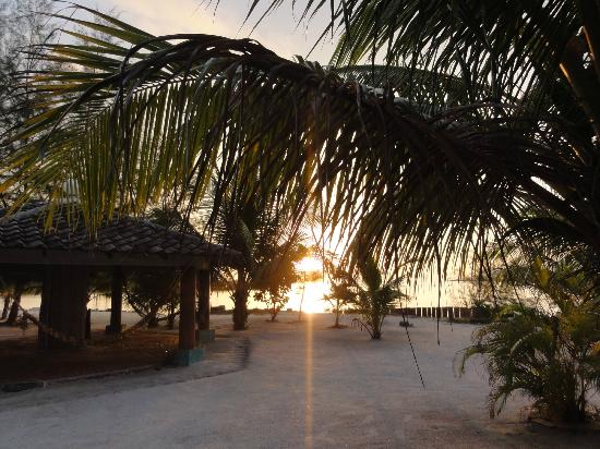 Senari Bay Resort: Vue depuis notre terrasse