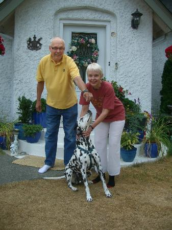 Charm of Qualicum: Sigrid, Detlef & Tom
