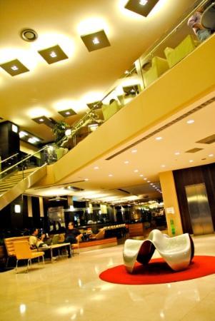 Point Hotel Taksim: Hotel Lobby