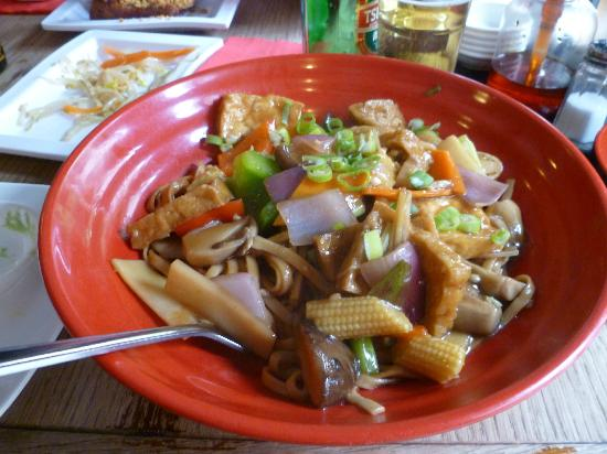 Nudo Noodle House: Tofu and vegetables with noodles