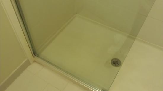 Staybridge Suites Wilmington East: shower floor