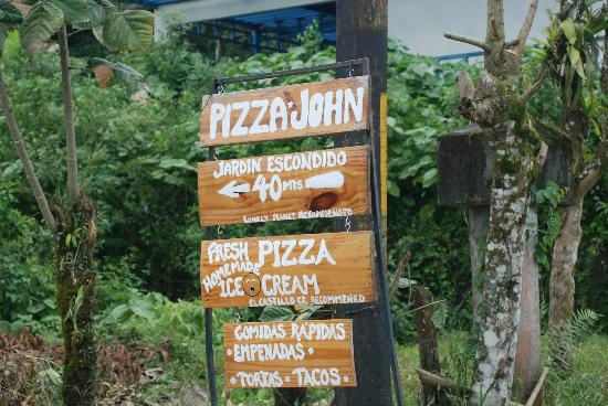 Pizza John's Jardin Escondido: Follow the sign!