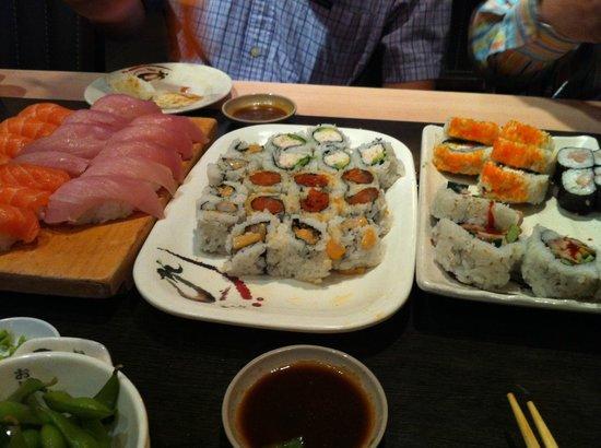 Toyama Japanese Restaurant : Sushi and sushi rolls