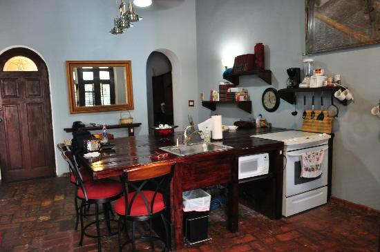 كاليتا 64 أبارتمنتس: kitchen area 