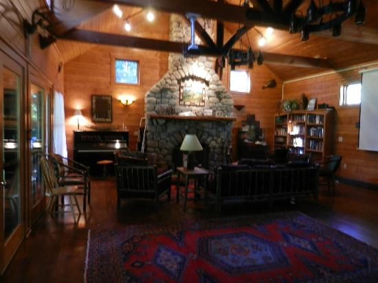 Prospect Point Cottages - Blue Mountain Lake: The Great Room - open to all guests