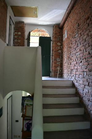 Cascina Cesarina B&B: The stairs to our rooms