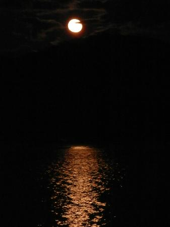 Prospect Point Cottages - Blue Mountain Lake: Full moon and reflection
