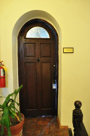 Caleta 64 Apartment : entrance