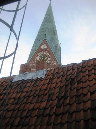 Das Stadthaus: Ausblick auf ein uraltes Dach-wenig Licht im Zimmer