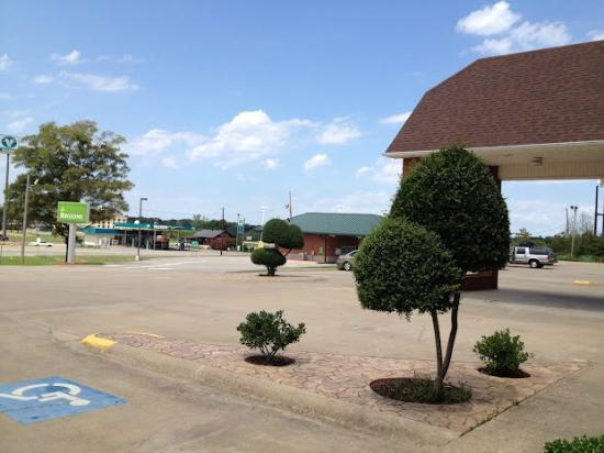 Super 8 Morrilton: Front of Motel