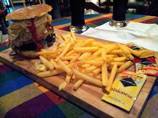 """Old England Pub : il mitico hamburger """"il Chimico"""" !"""