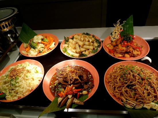 Shangri-La Hotel Surabaya: breakfast